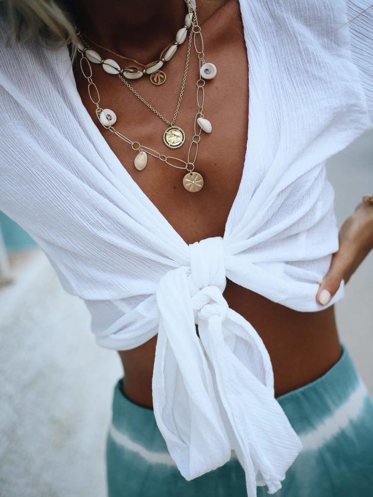 collar caracolas blanco