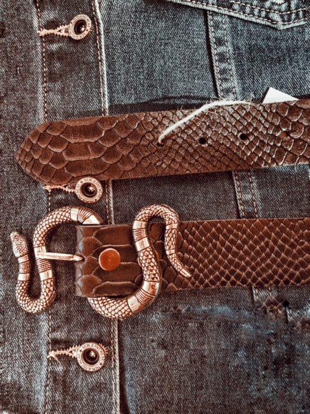 cinturon-piel-labrada-de-serpiente-hebilla-metalica-de-serpiente