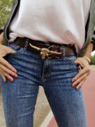 cinturon-de-piel-marrón-hebilla-cabeza-de-búfalo-dorada-mujer