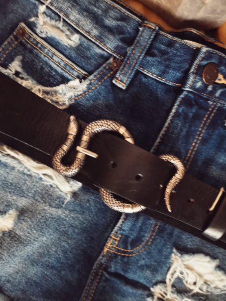 cinturon_negro_piel_hebilla_serpiente_plateada