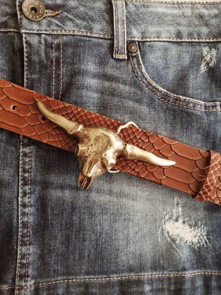 cinturon-piel-coco-marron-hebilla-cabeza-bufalo-dorada-boho-chic