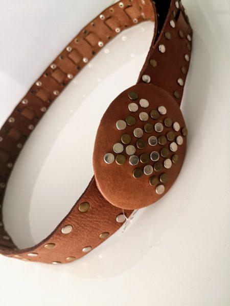 cinturon-de-cuero-con-tachas